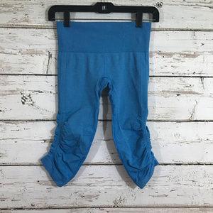 Lululemon Sky Blue cropped compression leggings